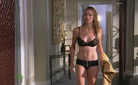 yvonne strahovski pics 4