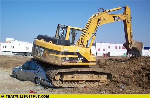 epic fail photos - That Will Buff Out: The FAIL Crane Found A Car!