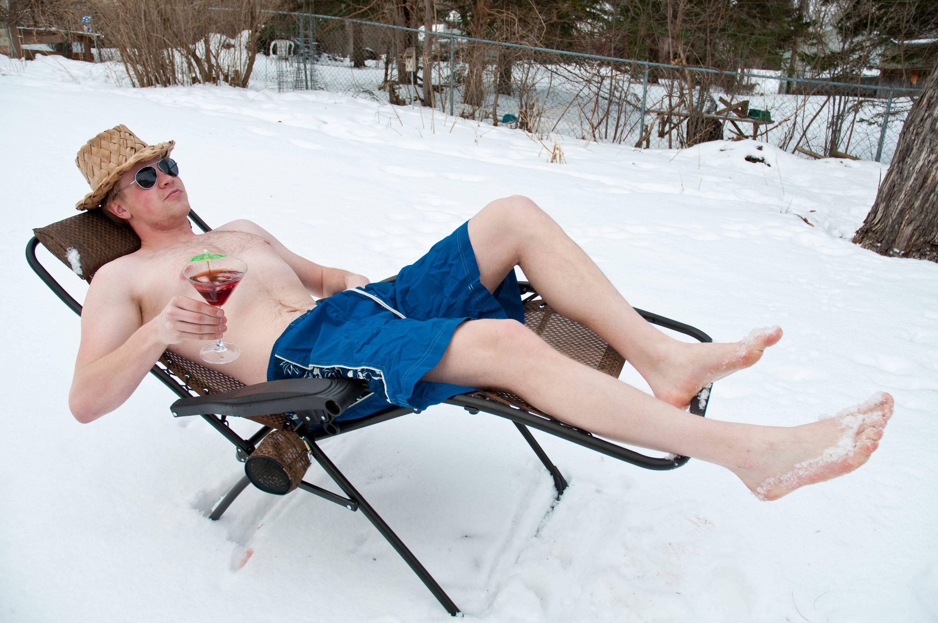 Зимой голые