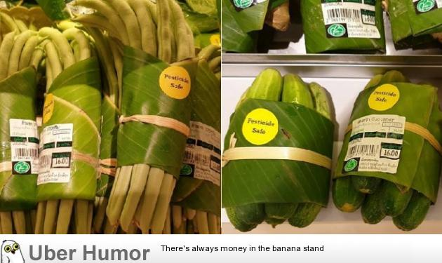 Supermarkets in Asia are now using banana leaves instead of plastic packaging | uberHumor.com