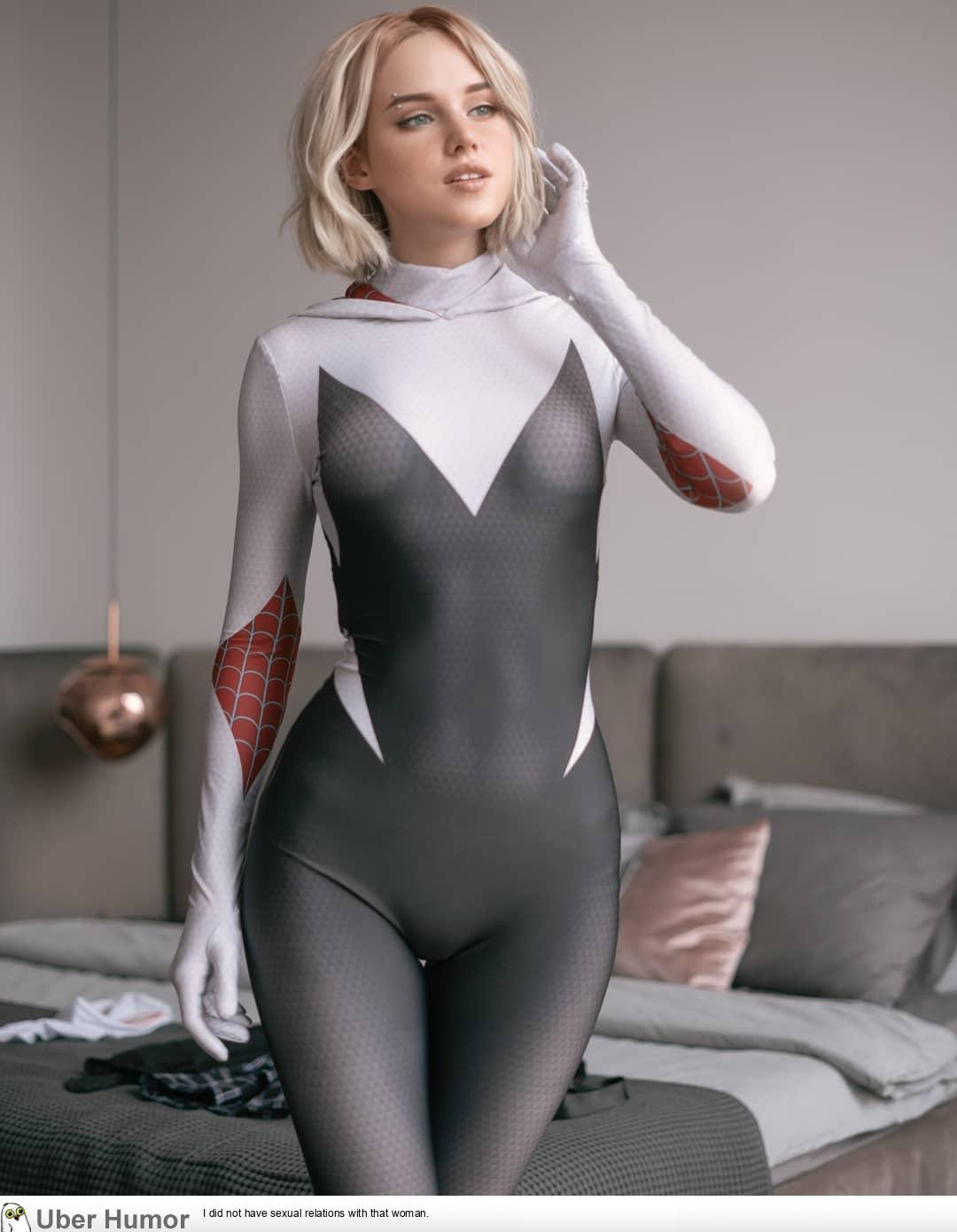 Spider-Gwen (Into the Spider-Verse) Cosplay by Shirogane