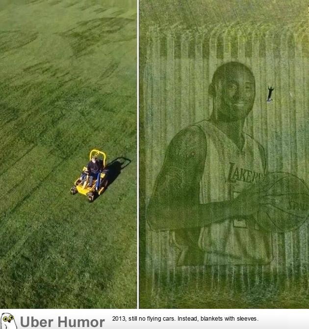 A California couple used a lawn mower and GPS to create a giant grass mural of Kobe | uberHumor.com